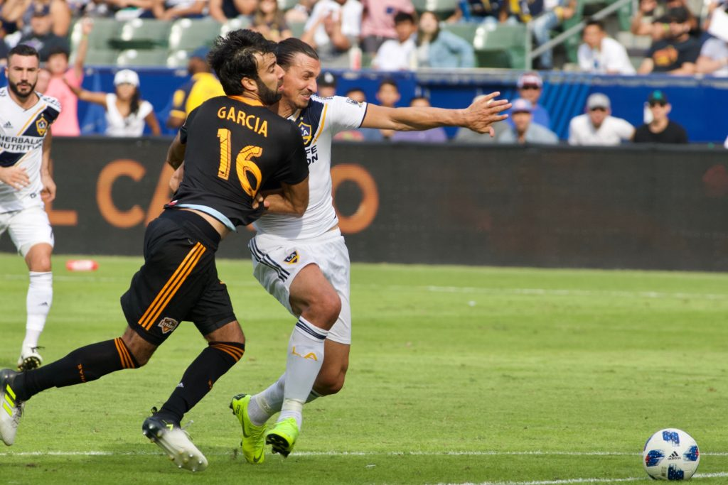 LA GALAXY PIERDE ANTE HOUSTON DYNAMO 3-2 Y QUEDA FUERA DE L;OS PLAYOFFS
